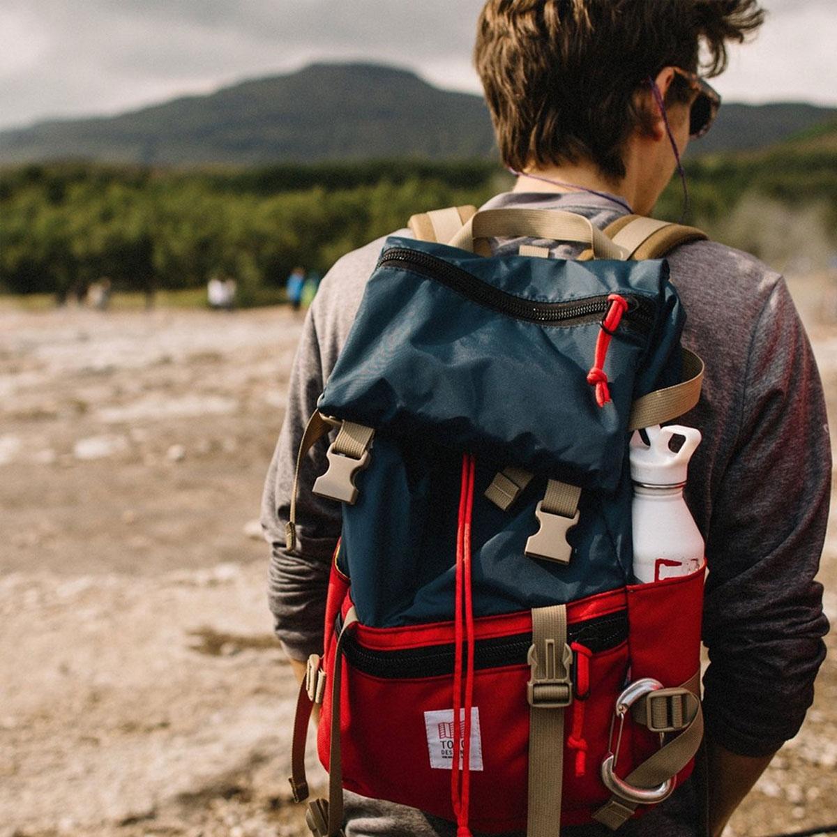 Topo Designs Rover Pack Navy/Red, tijdloze rugzak met moderne functionaliteiten voor dagelijks gebruik