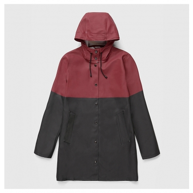Stutterheim Stockholm Raincoat Blocked Burgundy Black front