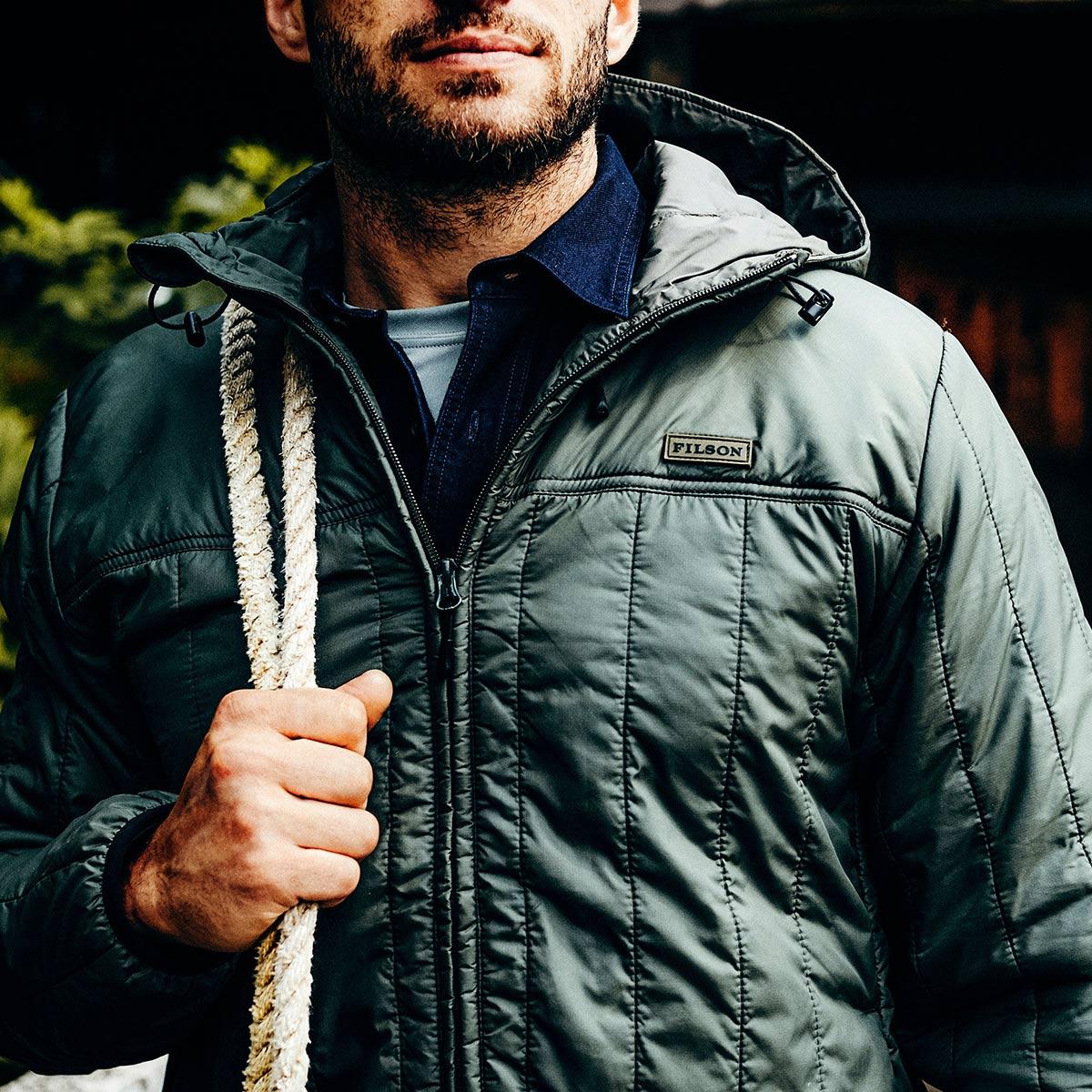 Filson Ultra Light Hooded Jacket Olive Gray, lichtgewicht jas met uitzonderlijke warmte-gewichtsverhouding