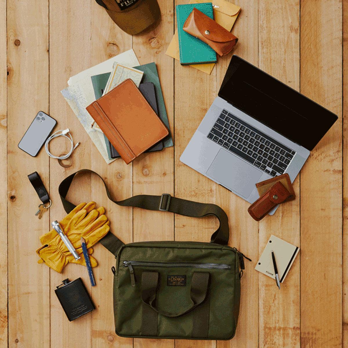 Filson Ripstop Nylon Compact Briefcase 20203678-Surplus Green, compact en gestroomlijnd voor zakelijke benodigdheden