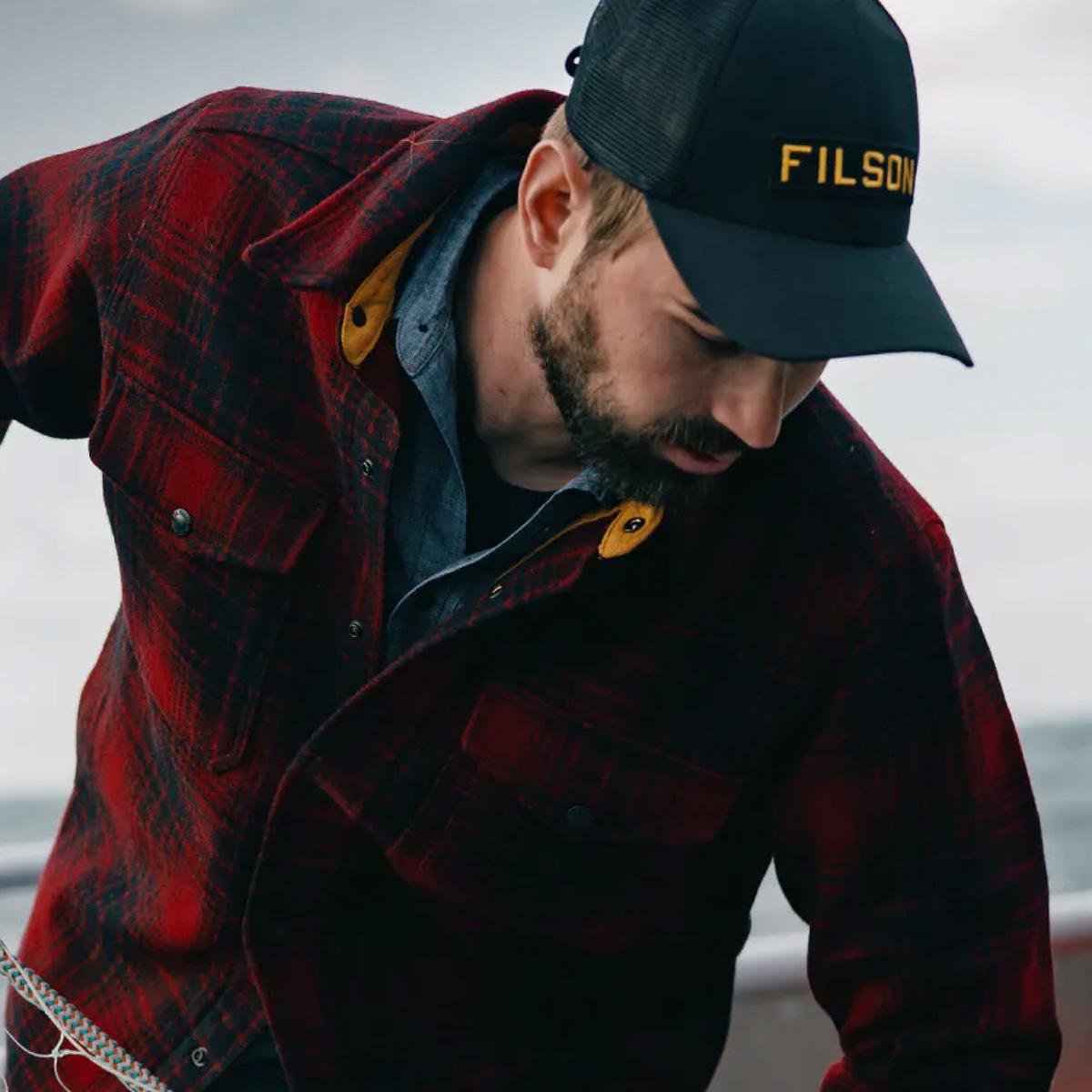 Filson Mesh Snap-Back Logger Cap 20189203 Black, slijtvaste pet met geborduurd Filson logo patch en mesh-bescherming