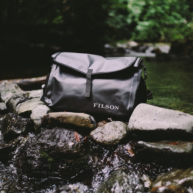 Filson Dry Messenger 70157 Black, All Terrain Dry Messenger Bag