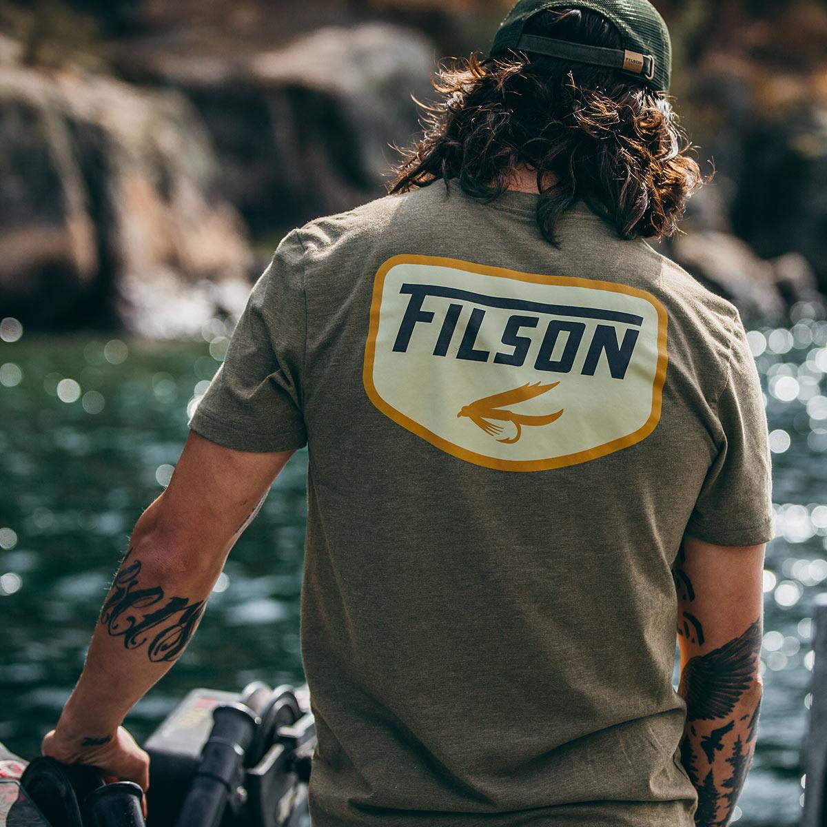 Filson Buckshot T-Shirt Olive Drab Heather, met graphics die bij Filson in eigen huis zijn ontworpen