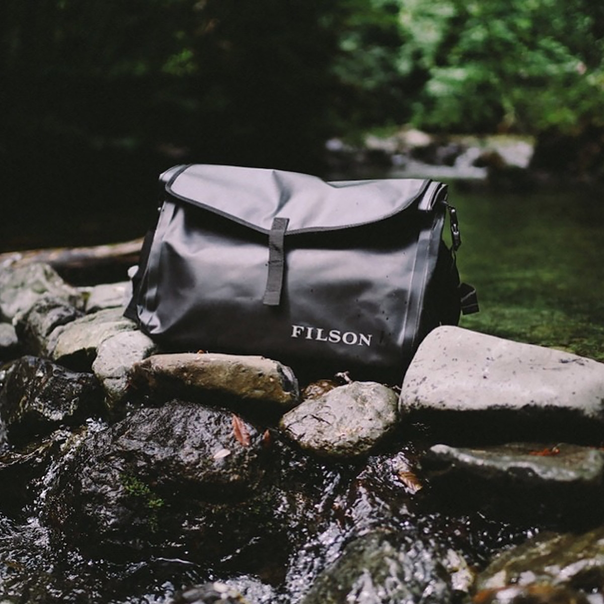 Filson Dry Messenger 11070157-Black, Dry Messenger Bag for keeping things dry on to go