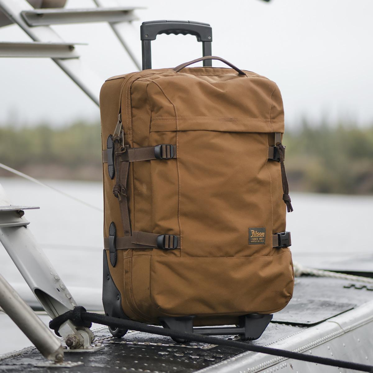 Filson Dryden Dryden 2-Wheel Rolling Carry-On Bag 20047728-Whiskey, gemaakt van slijtvast ballistisch nylon dat bestand is tegen intensief gebruik