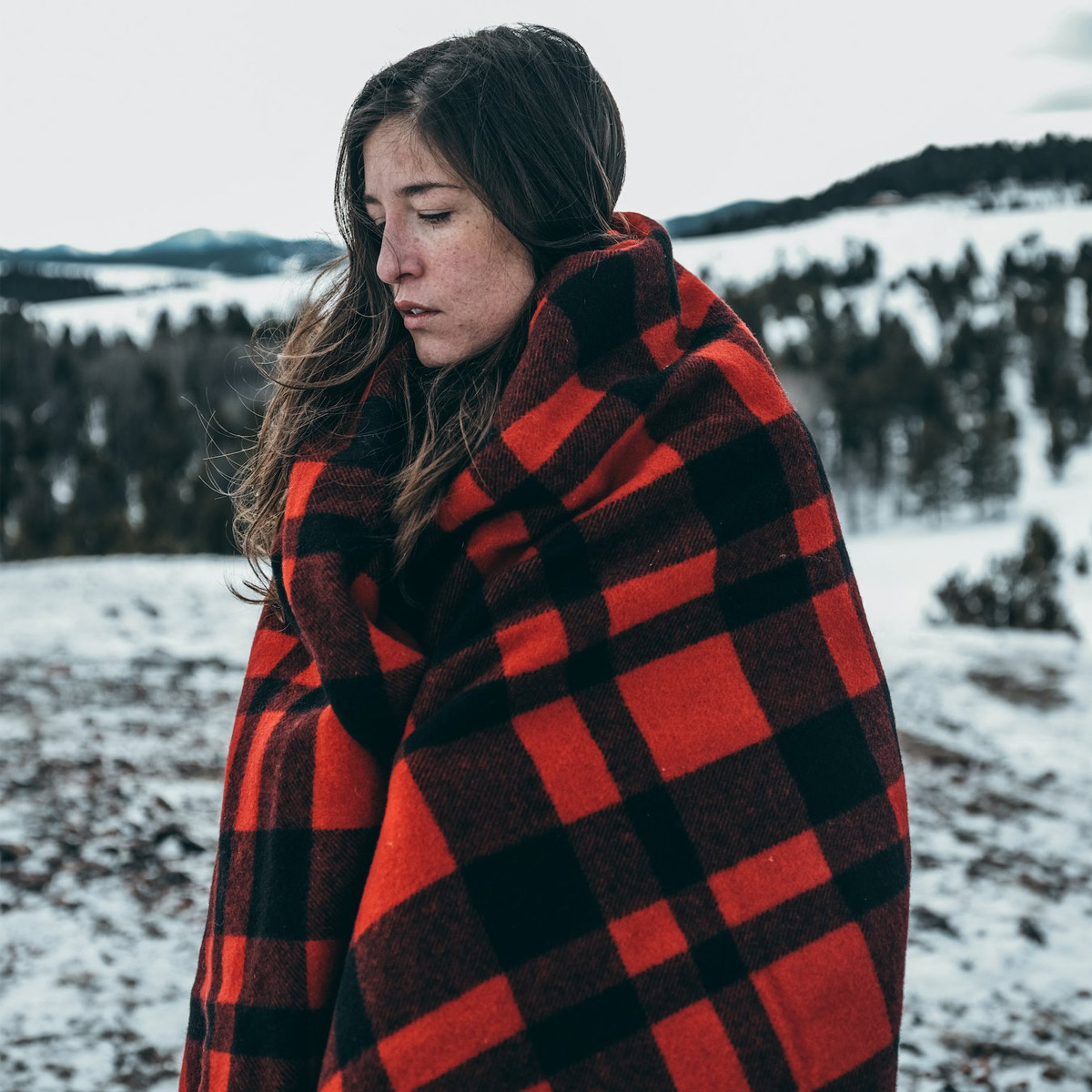 Filson Mackinaw Wool Blanket 11080110-Red Black, keeps you warm in any weather