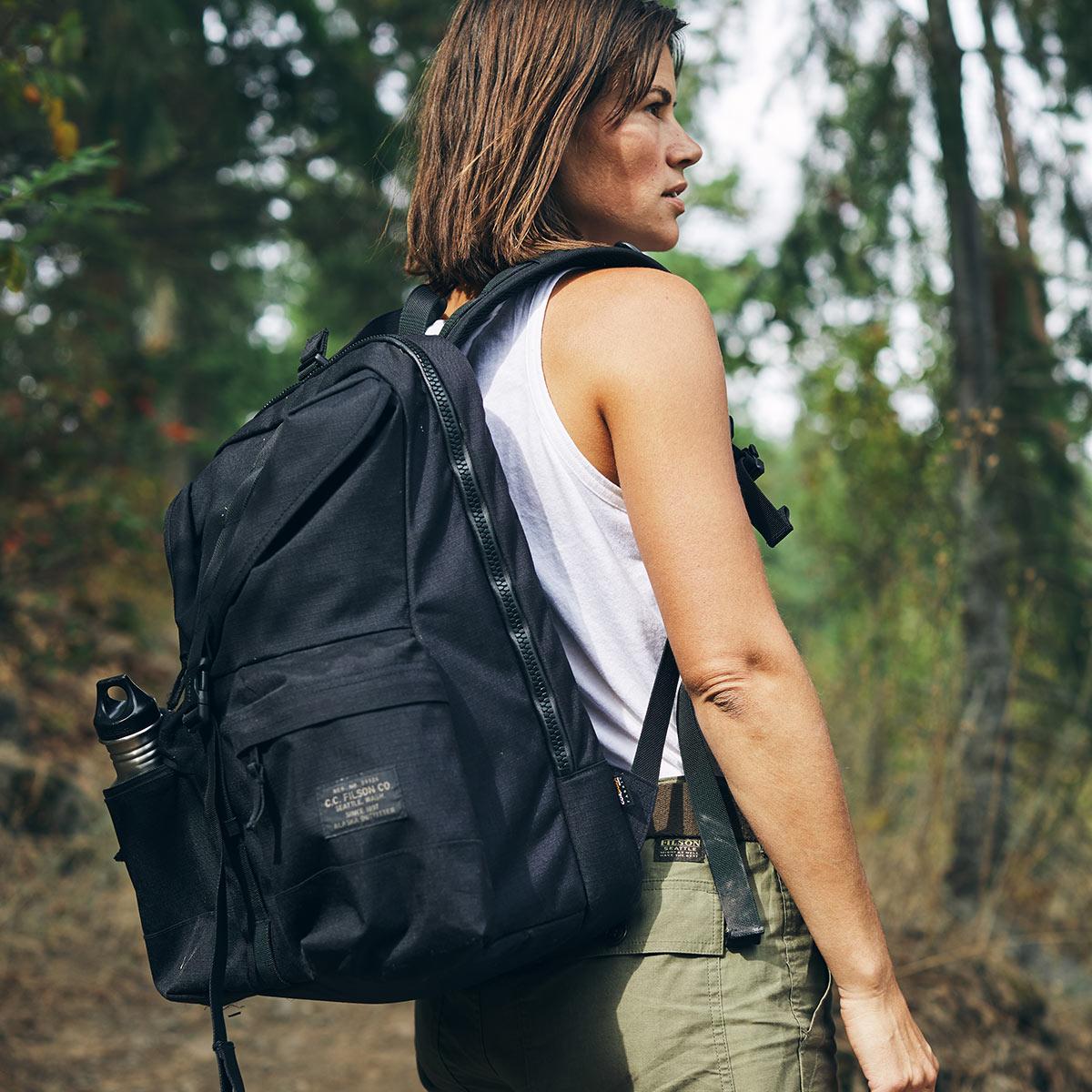 Filson Ripstop Backpack Black, Lichtgewicht en stoer, ontworpen voor comfort op lange tochten