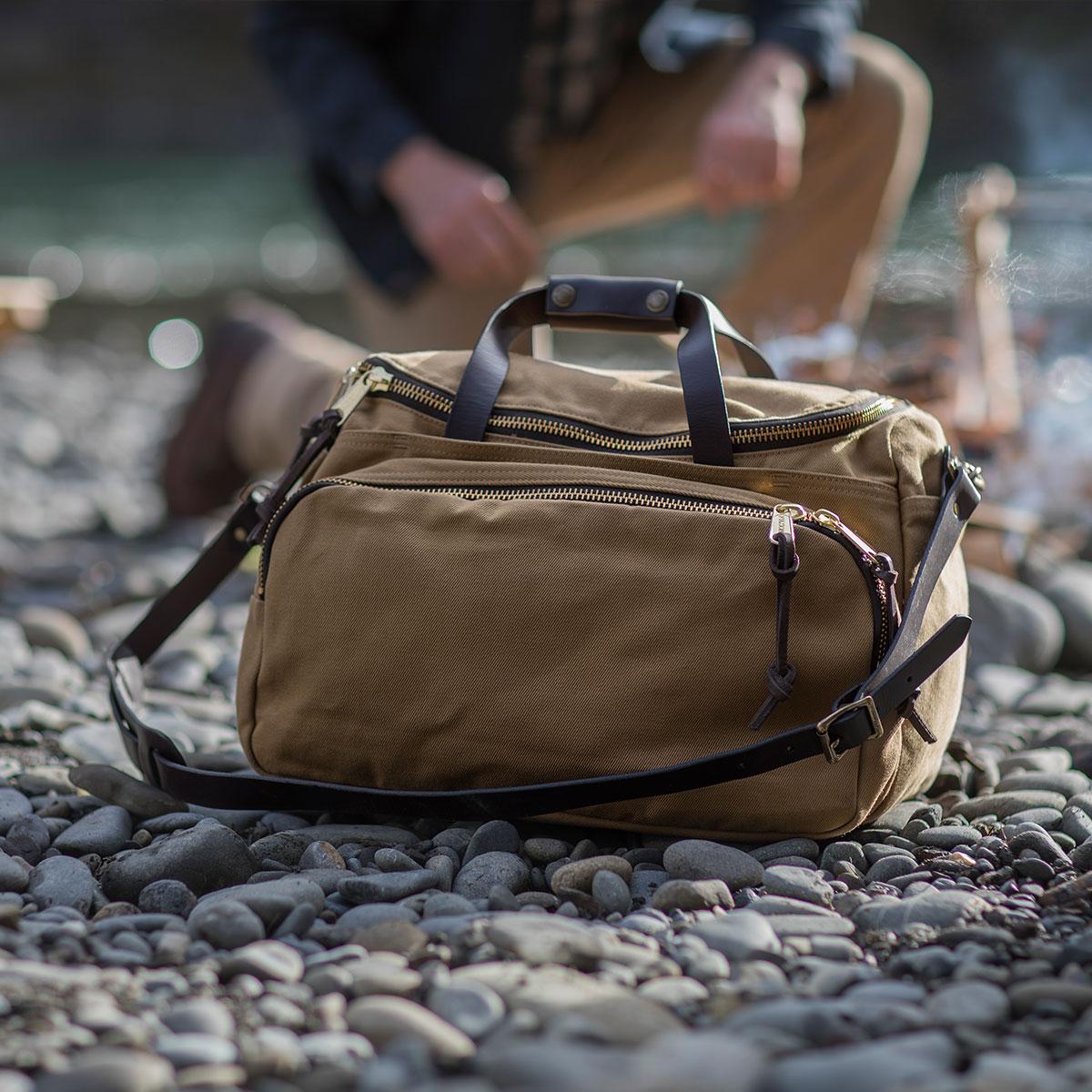 Filson Sportsman Utility Bag Tan, veelzijdige sporttas voor reizen in stijl
