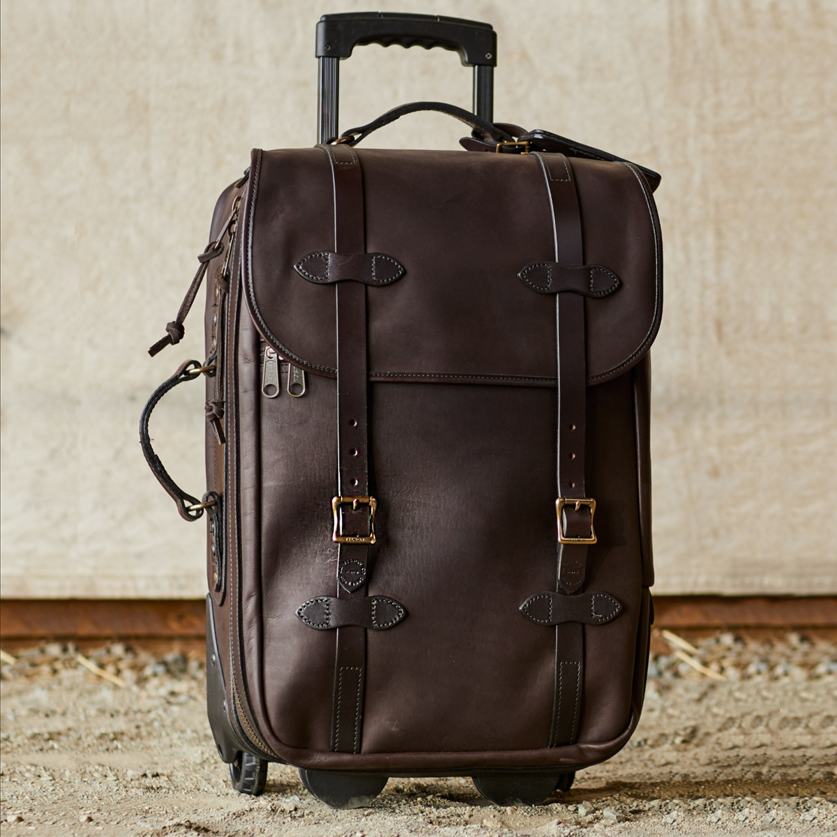 Filson Weatherproof Rolling Carry-On Bag-Medium Leather, perfect travelbag guaranteed for life