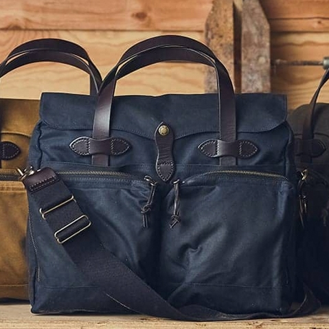 Filson 24-Hour Tin Briefcase Navy, perfecte tas voor een weekend weg