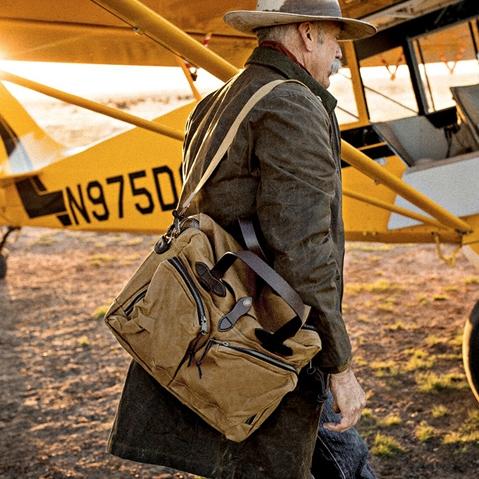 Filson 24-Hour Tin Briefcase Tan, briefcase en reistas verenigd voor een weekend weg