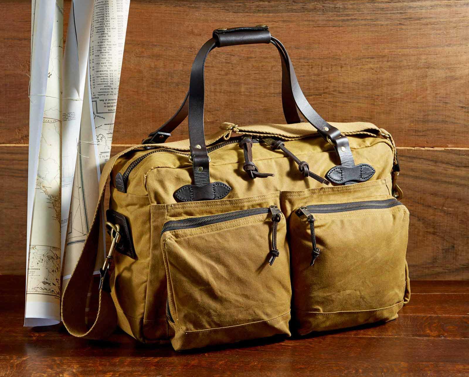 Filson 48-Hour Duffle 11070328 Dark Tan, is uitermate geschikt voor een weekendje weg of een zaken reis