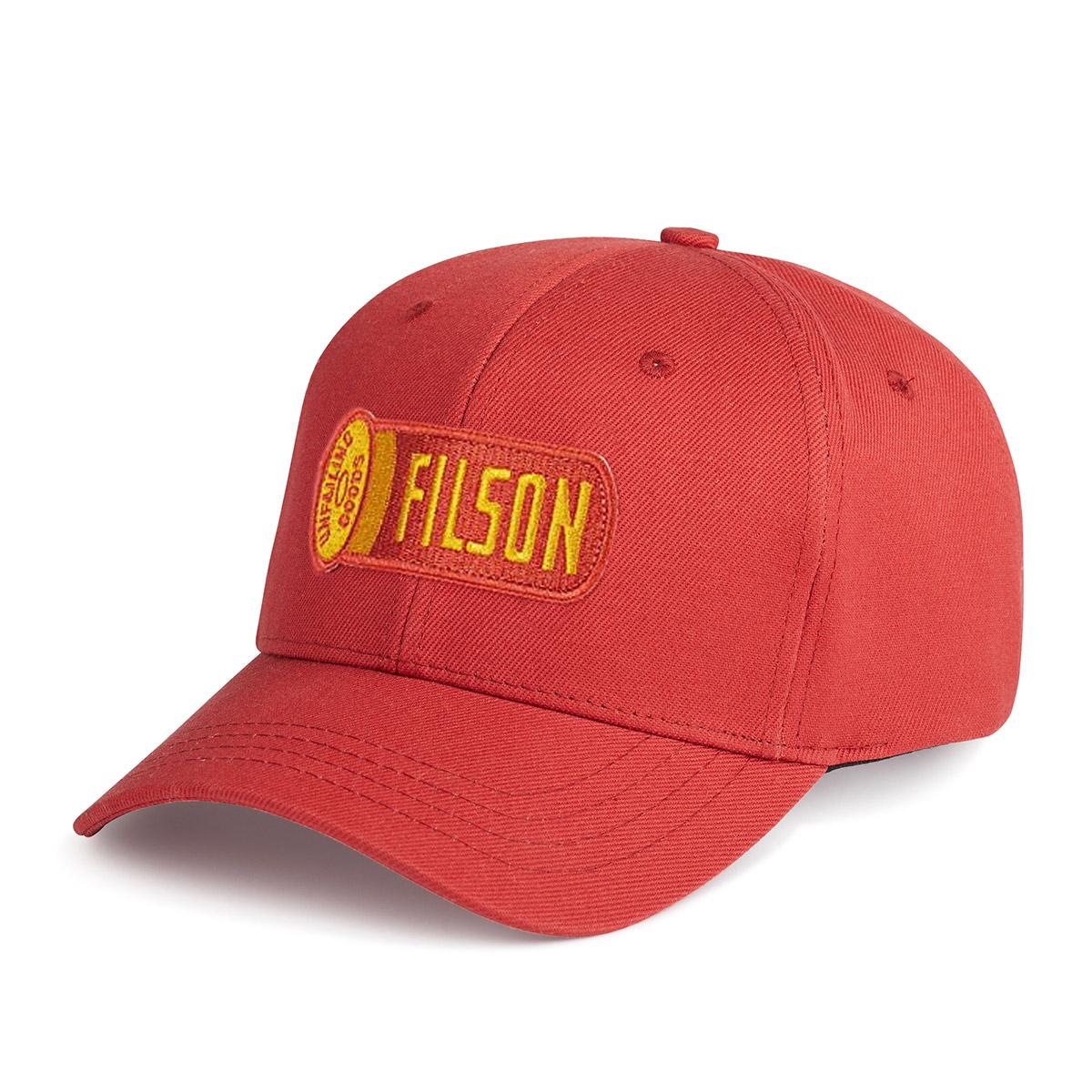 Filson Logger Cap Cardinal Red, klassieke pet die beschermt tegen de elementen
