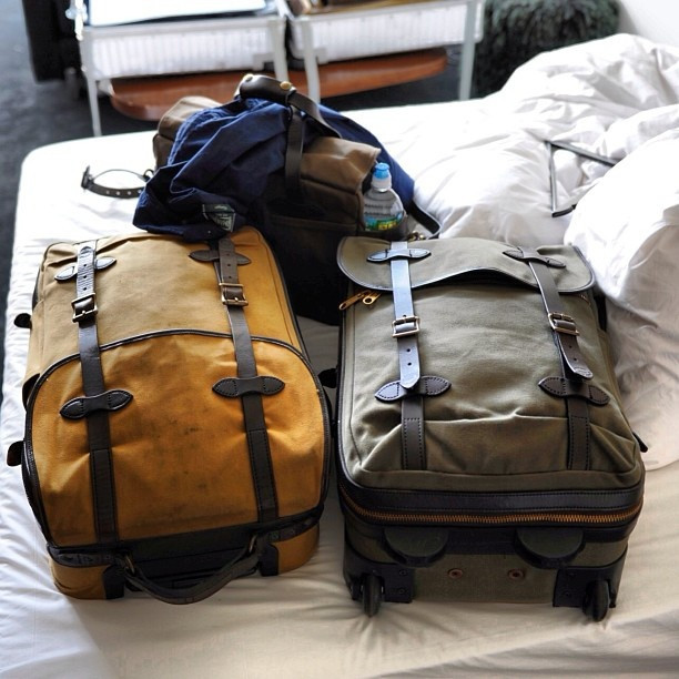 Filson Rolling Carry-on Medium-Bag for travel in style