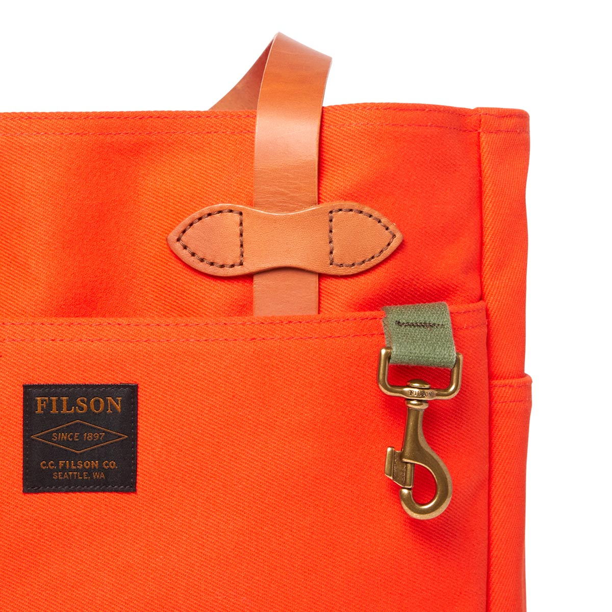 Filson Rugged Twill Tote Bag Pheasant Red, lifestyle
