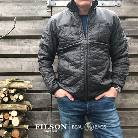 Filson Ultra Light Jacket Raven, perfect als buitenlaag of onder een dikke jas voor warmte bij extreme kou