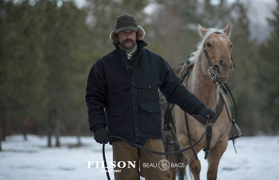 Filson Mackinaw Cruiser Charcoal 11010043, to keep you warm even when it's soaked with rain or snow