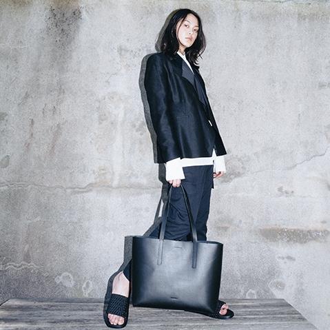Sandqvist Emma Tote Bag Black, 13 inch shopper in plantaardig gelooid leer