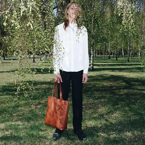 Sandqvist Helga Tote Bag Cognac Brown, 13 inch shopper in plantaardig gelooid leer