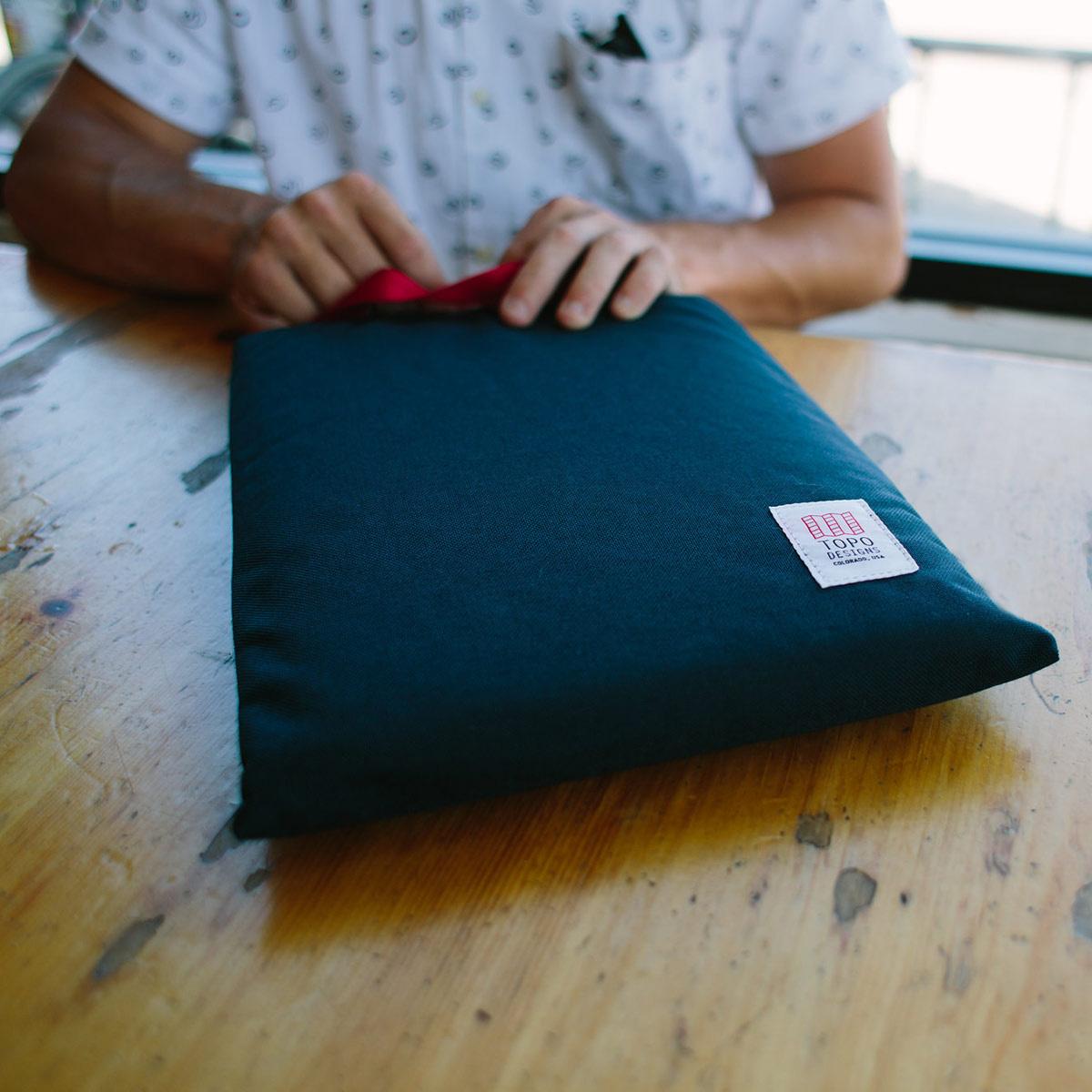 Topo Designs Laptop Sleeve Olive, altijd je laptop en accessoires veilig bij de hand