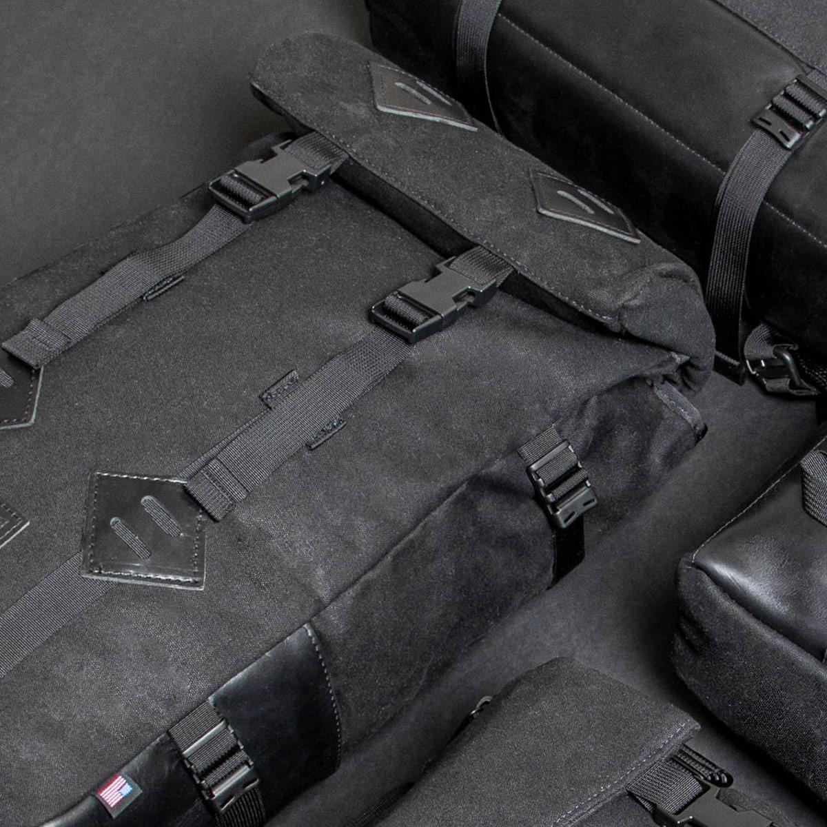 Topo Designs Rover Pack Heritage Black Canvas/Black Leather, tijdloze rugzak met moderne functionaliteiten voor dagelijks gebruik