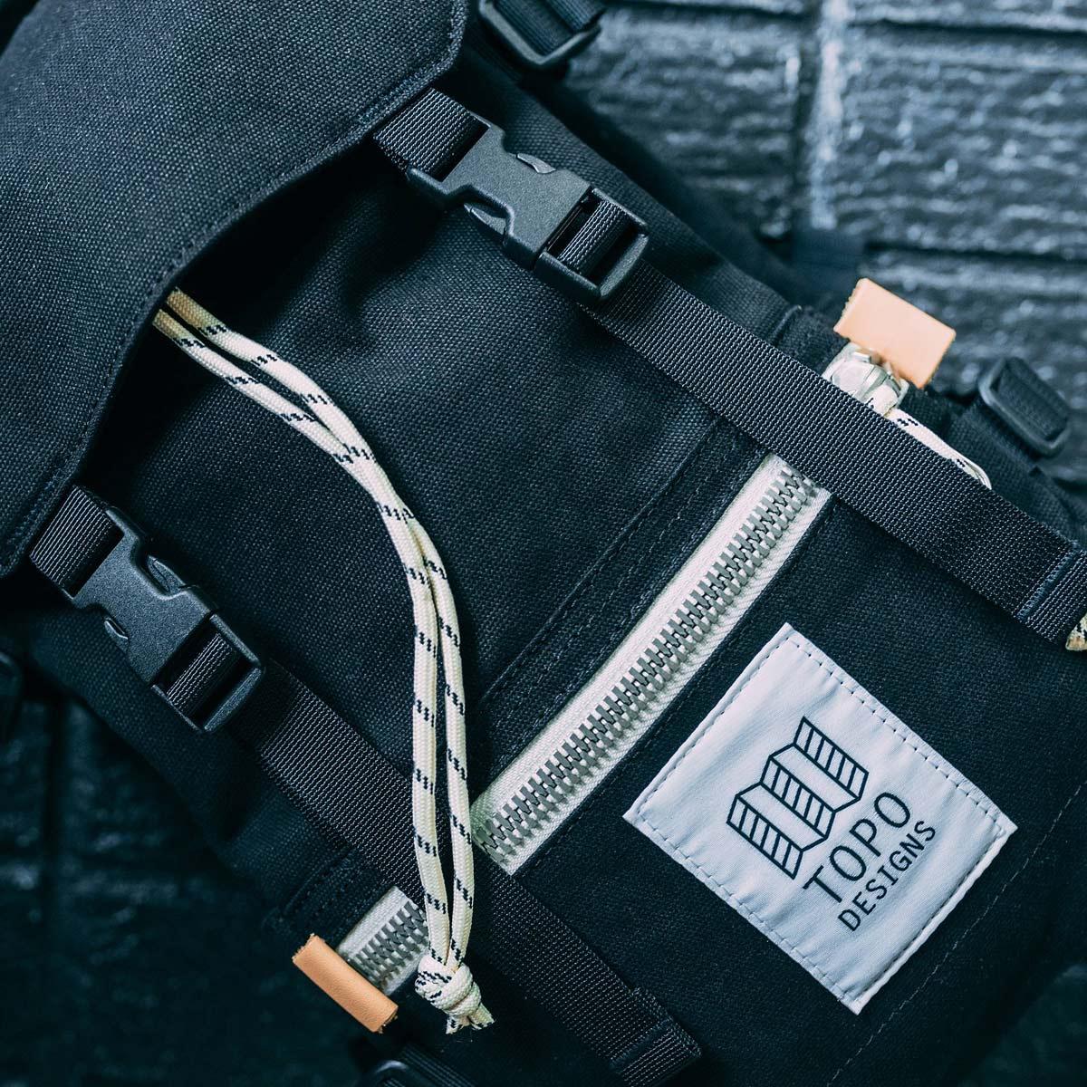 Topo Designs Rover Pack - Mini Canvas Black, statement-makende rugtas met de perfecte maat om boodschappen mee te doen of mee te nemen tijdens een wandeling