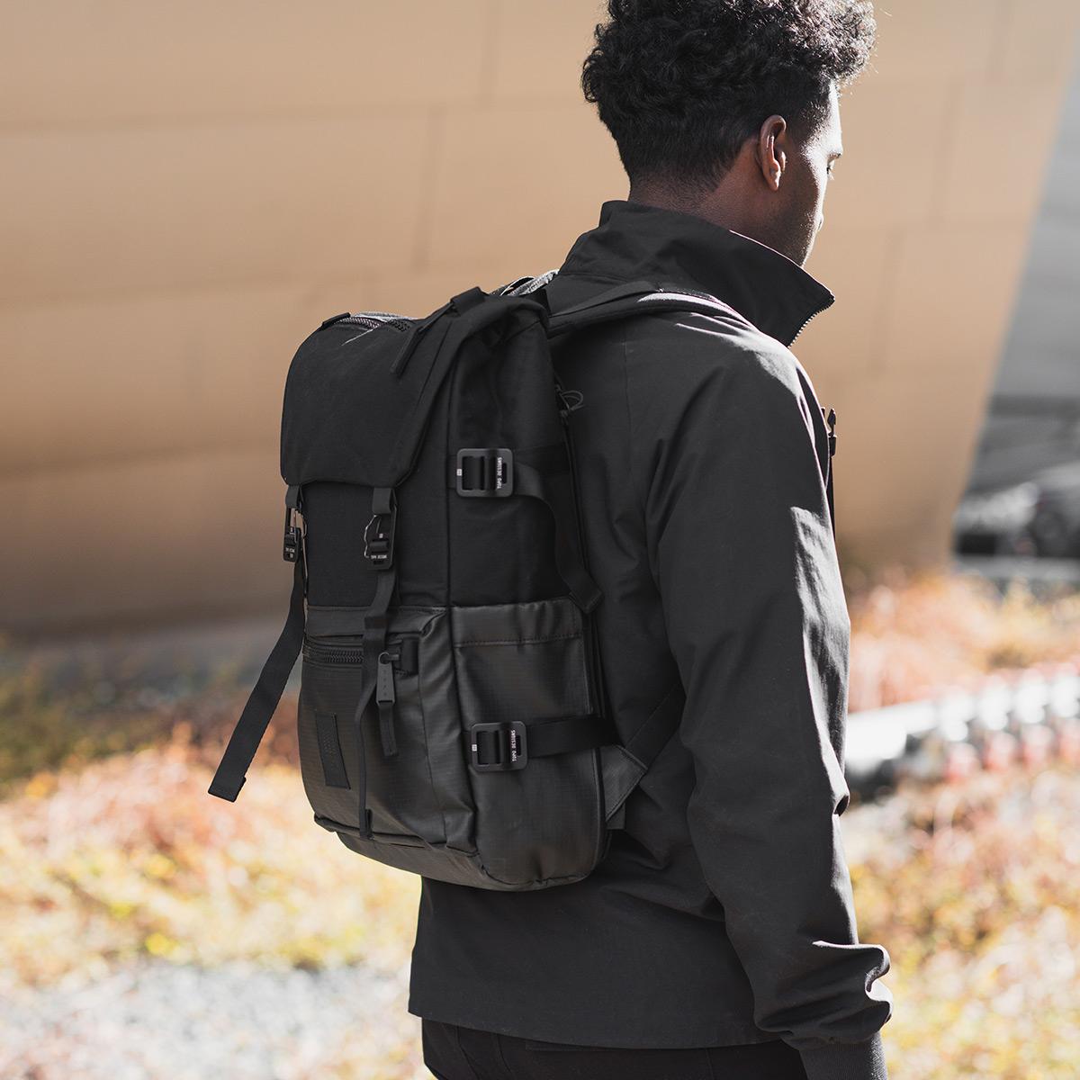 Topo Designs Rover Pack Premium Black, tijdloze rugzak met moderne functionaliteiten voor dagelijks gebruik