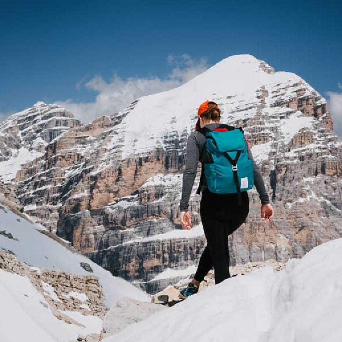Topo Designs Y-Pack Turquoise, heerlijke dagrugzak die tijdens een wandeling in stad of berglandschap niet zal teleurstellen