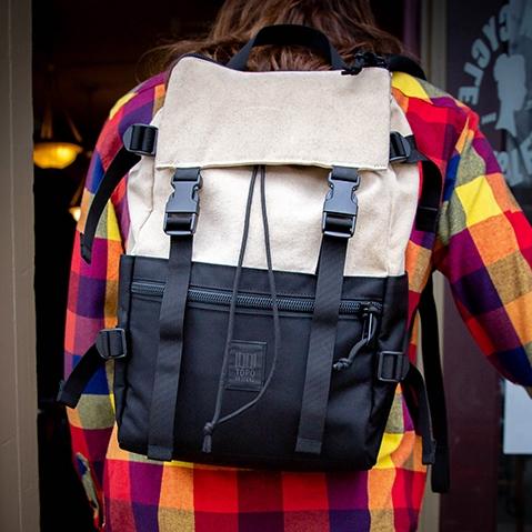 Topo Designs Rover Pack Natural/Black, tijdloze rugzak met moderne functionaliteiten voor dagelijks gebruik