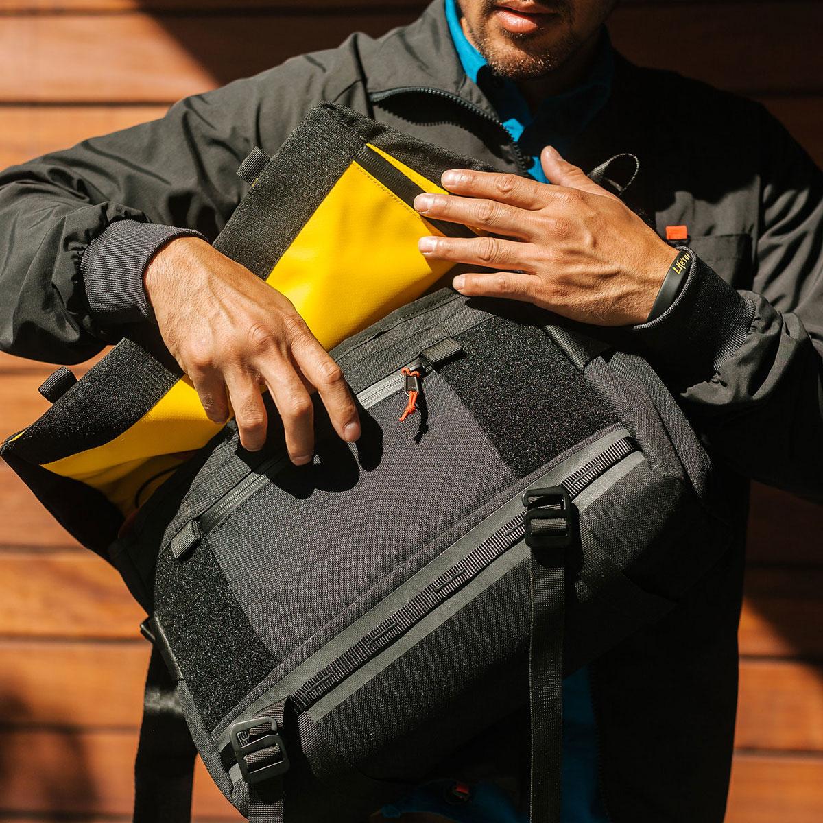 Topo Designs Messenger Bag Olive-lifestyle