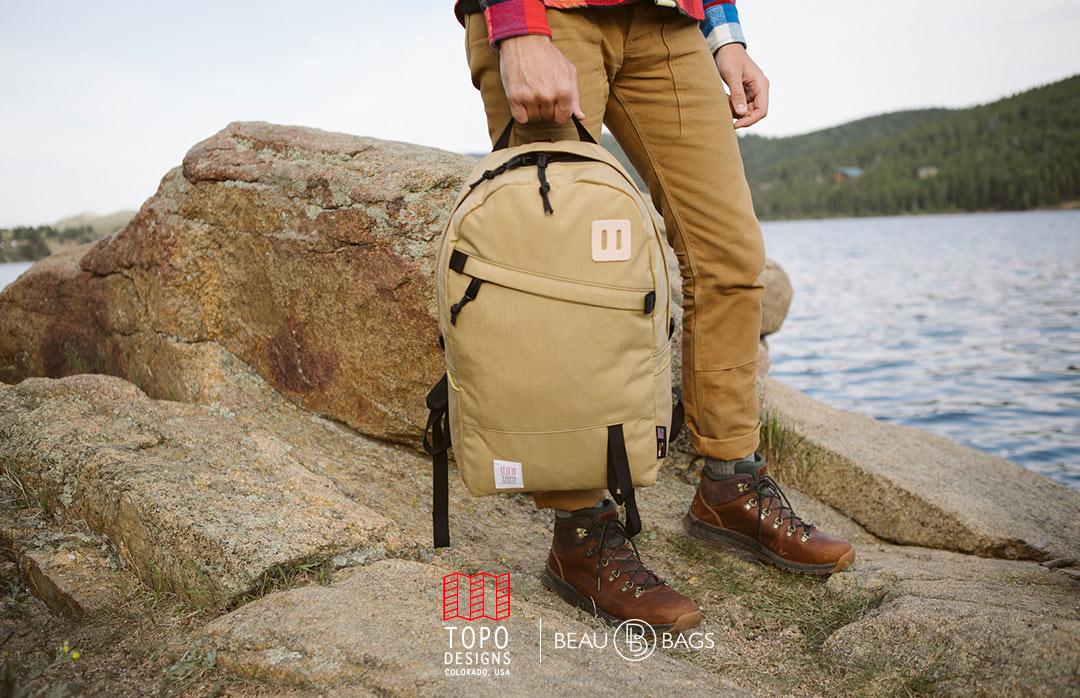 Topo Designs Daypack Khaki, sterke rugzak in 1000D Cordura met 15 inch laptopvak