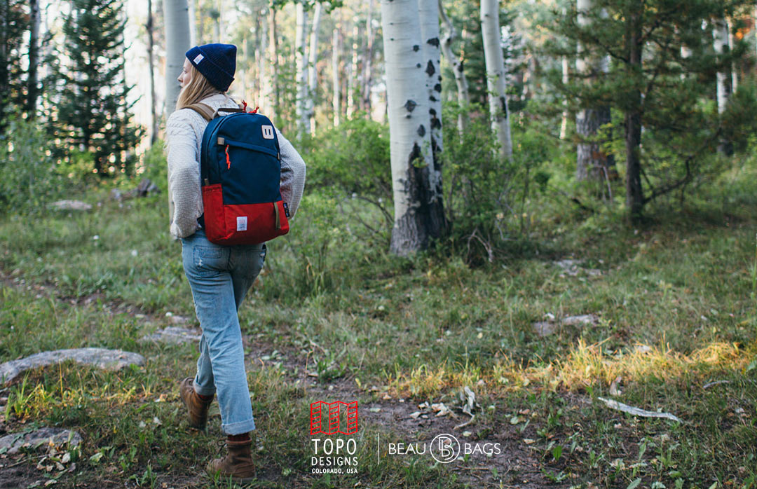 Topo Designs Daypack Red/Navy, sterke rugzak in 1000D Cordura met 15 inch laptopvak