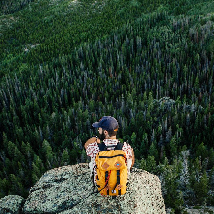 Topo Designs Klettersack Saffron lifestyle